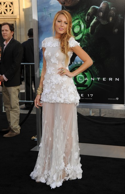 premiere-of-warner-bros-pictures-green-lantern-red-carpet-3