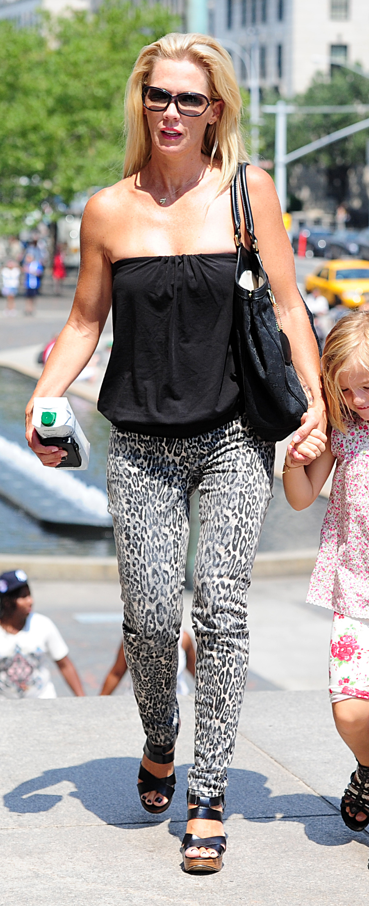 Jennie Garth spotted with her daughters, Fiona, Luca and Lola, outside the Metropolitan Museum Of Art in New York City