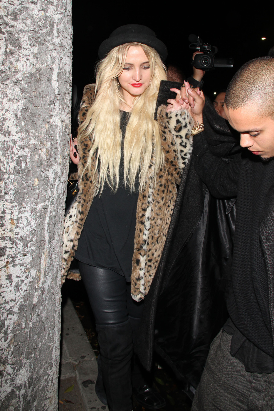 **EXCLUSIVE** Ashlee Simpson and Evan Ross seen leaving a new Los Angeles hotspot