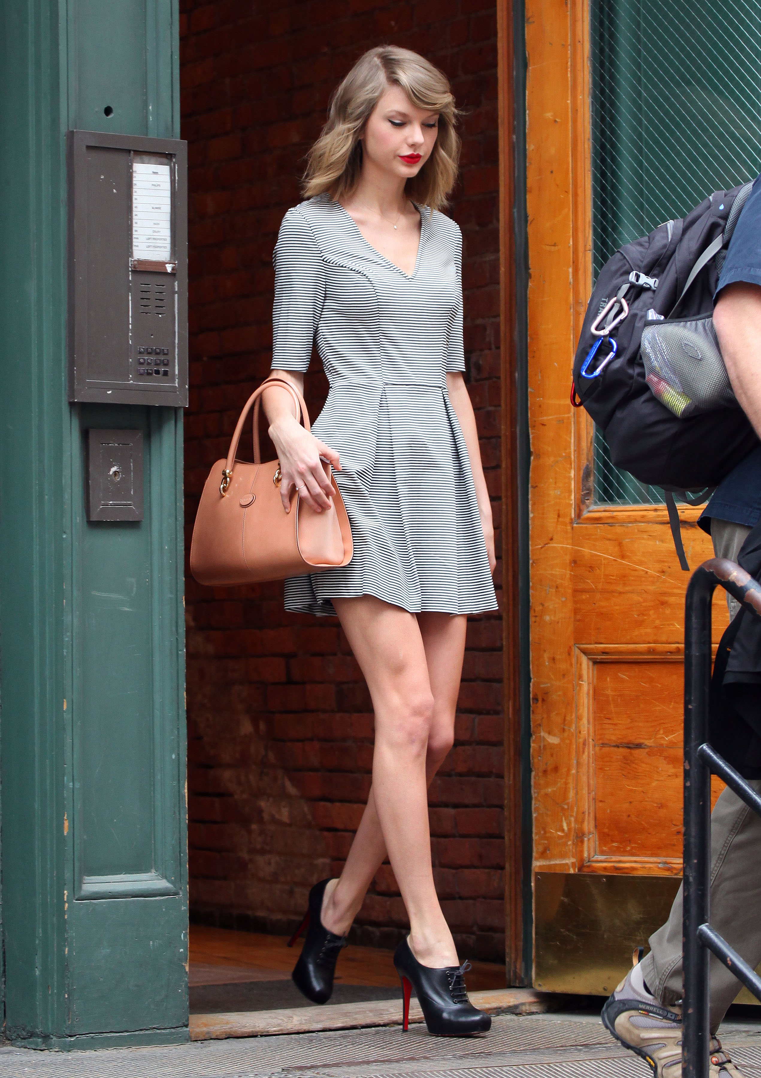 Tylor Swift  Frock  with black and white line  so amazing
