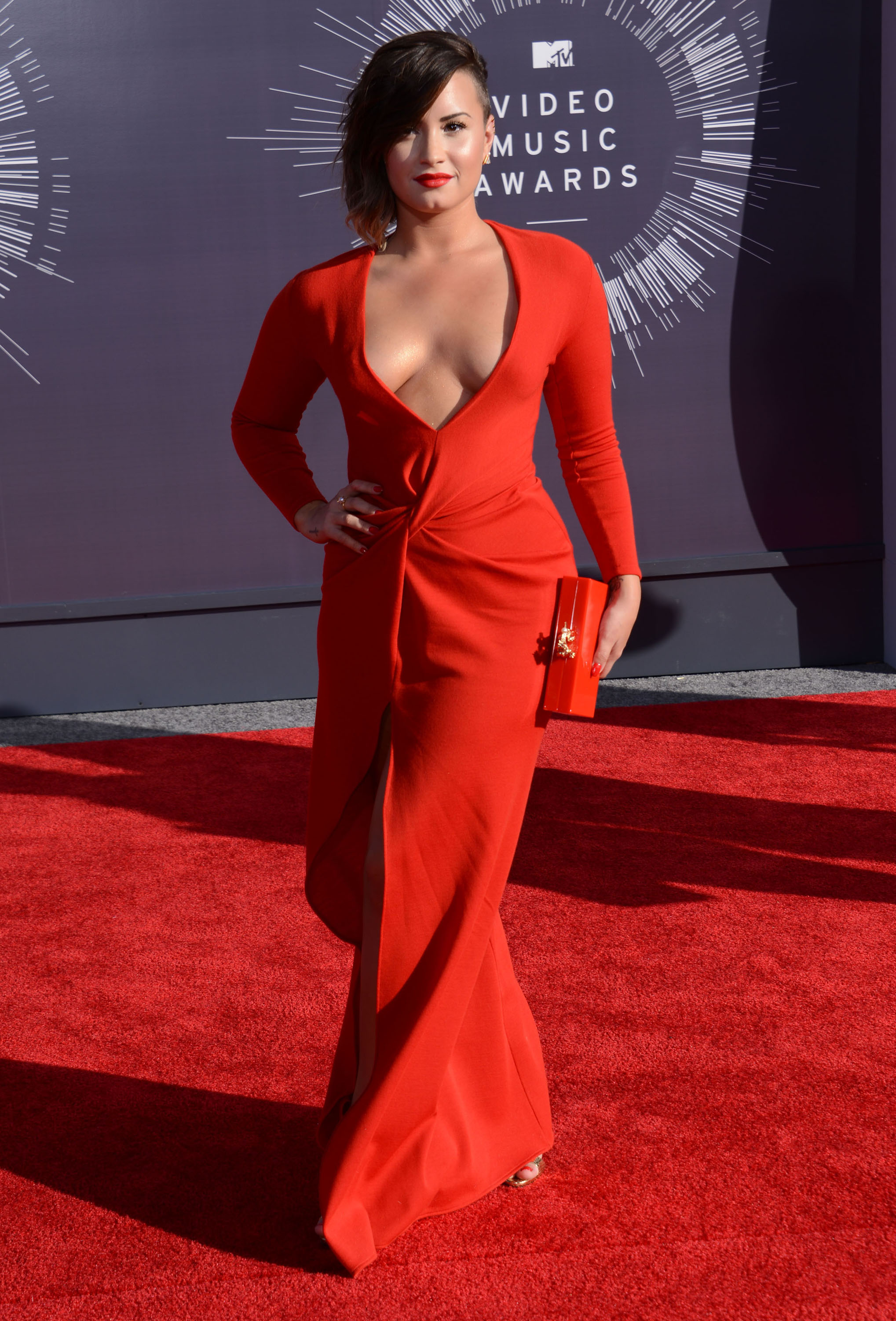 VMAs Fug Carpet: Demi Lovato in Lanvin