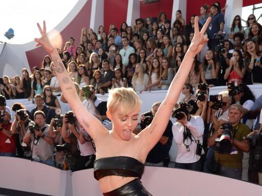 VMAs Fug Carpet: Miley Cyrus