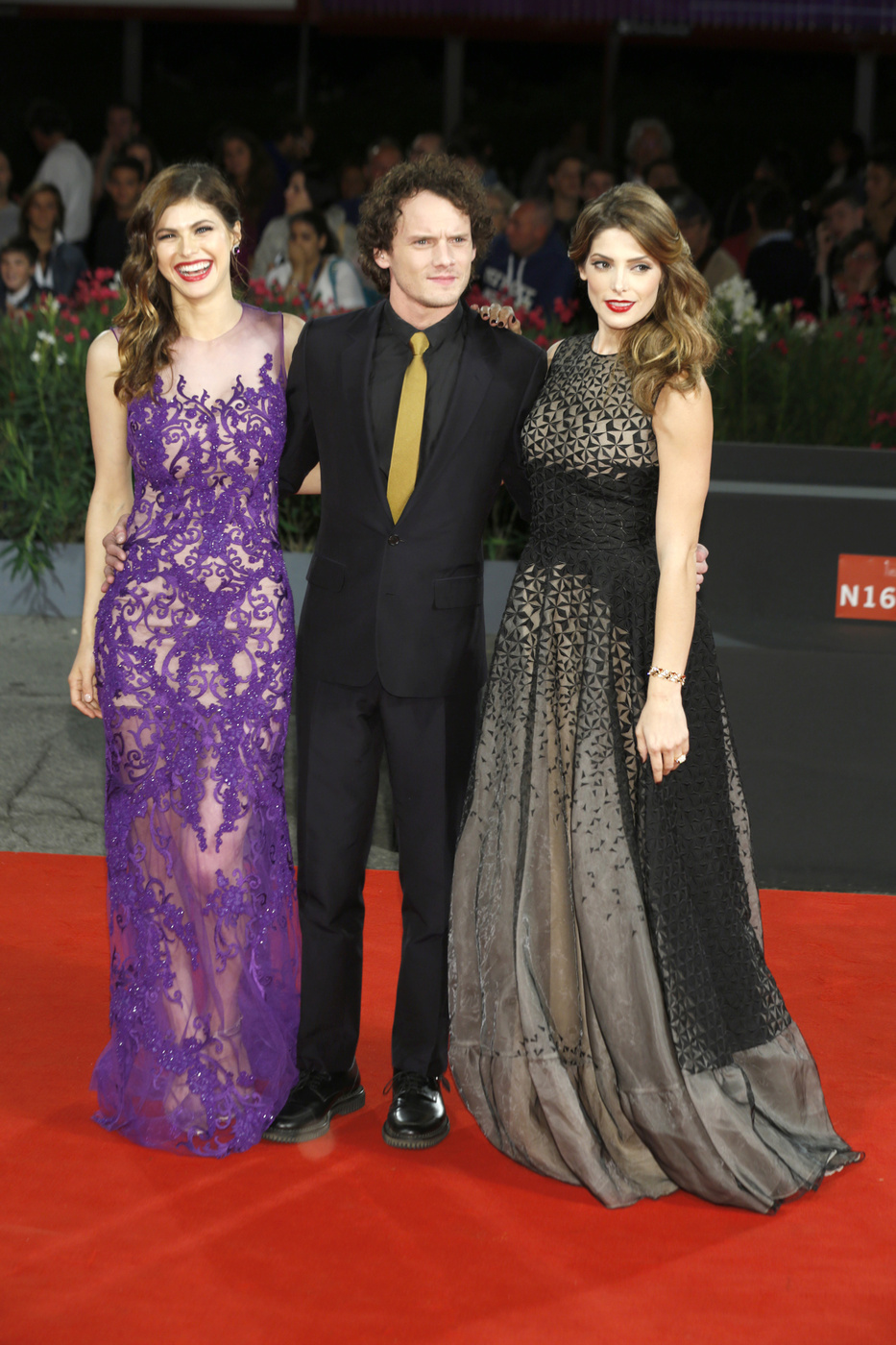 Venice Film Festival Fug Carpet: Alexandra Daddario and Ashley Greene