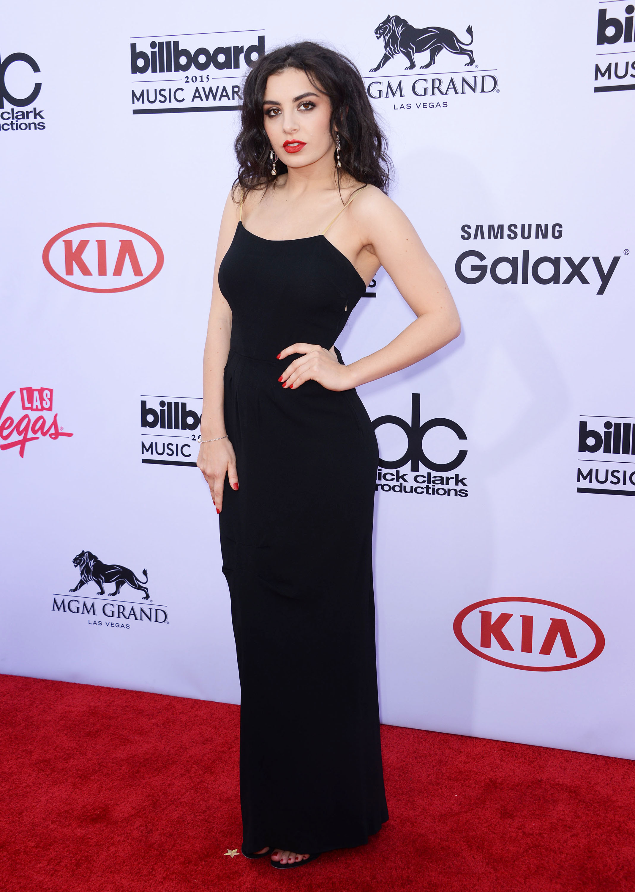 Billboard Music Awards Adequately (and then Poorly) Played: Charli XCX
