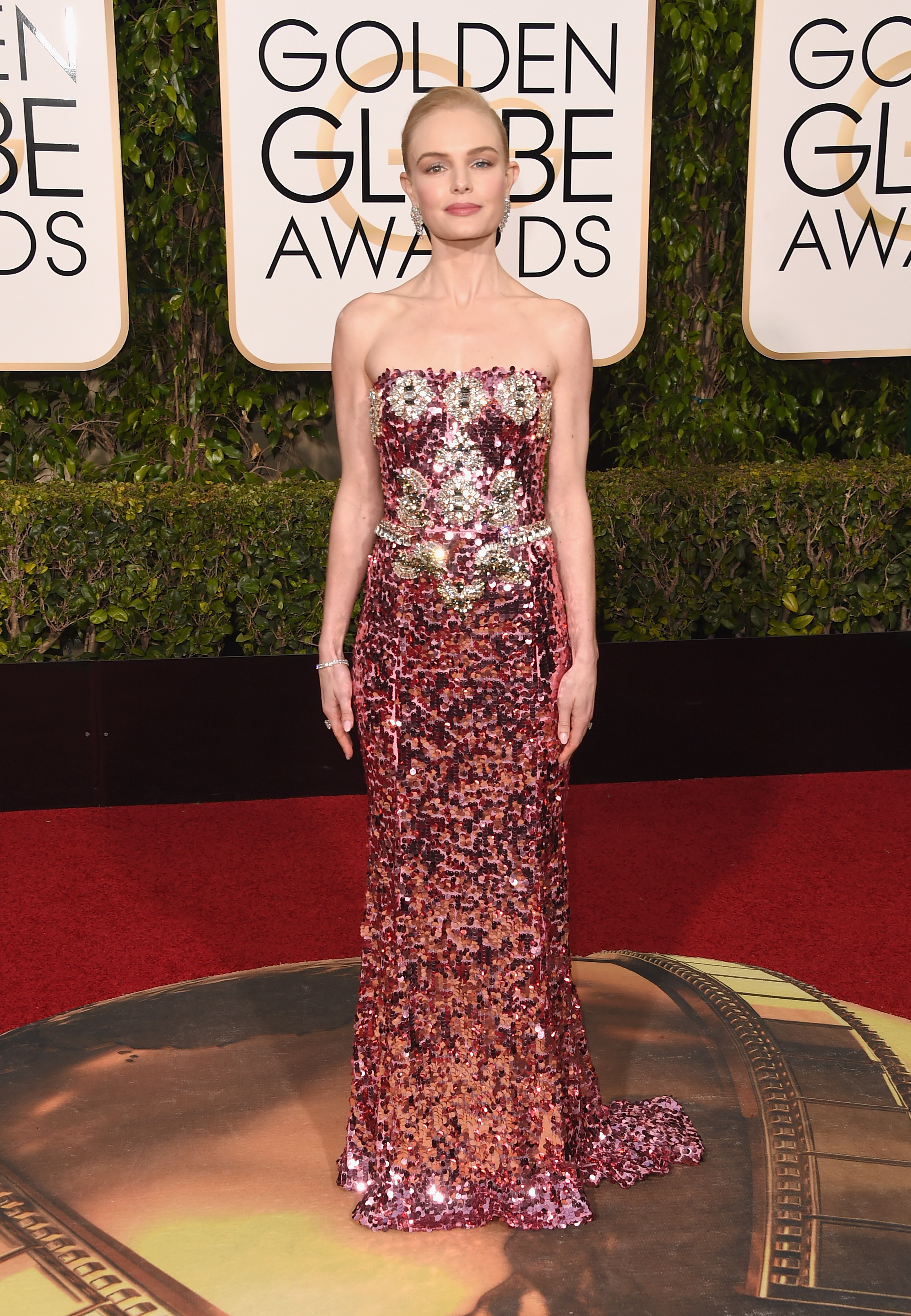 4611adc7c8bb Kate Bosworth Wears Sparkly Pink Dolce   Gabbana at Golden Globes ...