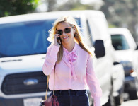 Reese Witherspoon Walks Around Town